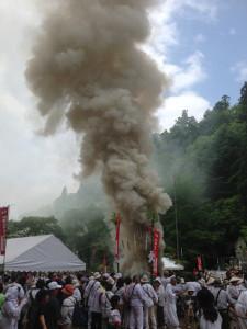 火煙が龍のように昇りました
